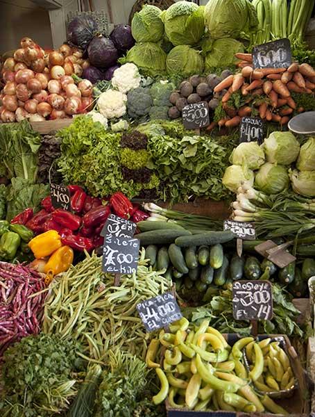 verduras en un puesta de feria libre