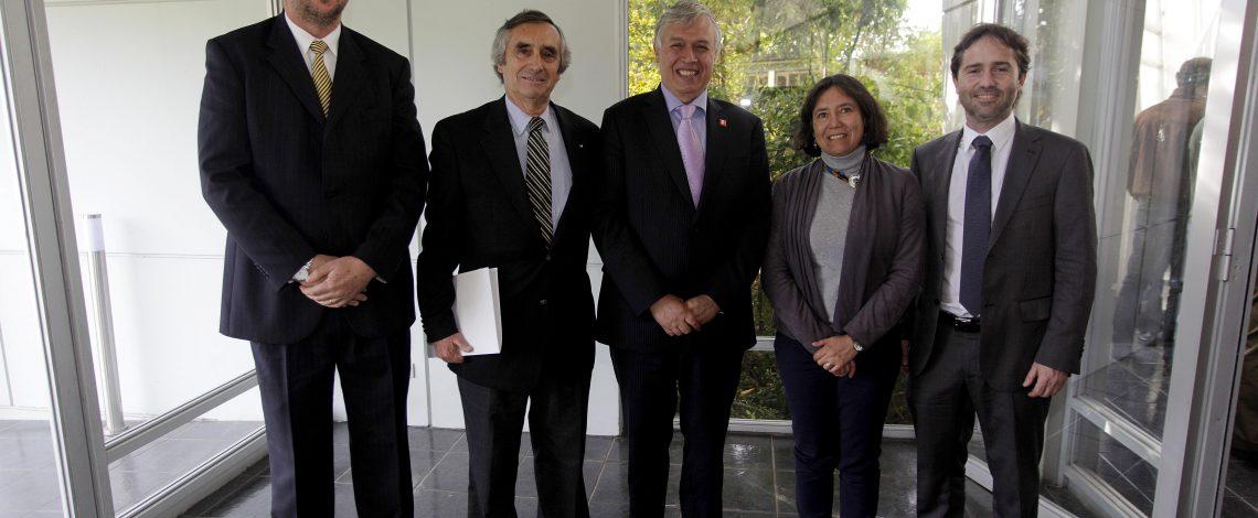 Ministro de Agricultura firma convenio con Consorcio Lechero para impulsar competitividad del sector