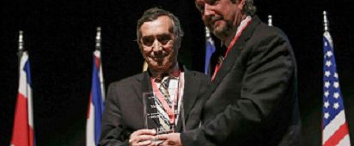 En la entrevista radial de Odepa, Víctor Esnaola comenta sobre un reconocimiento que le otorgó Fepale