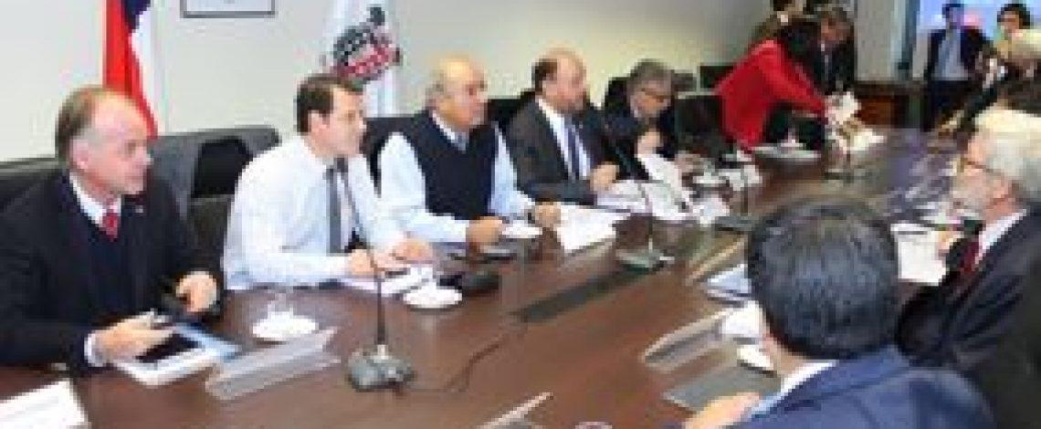 Ministro Walker compromete apoyo para recuperación productiva de La Araucanía