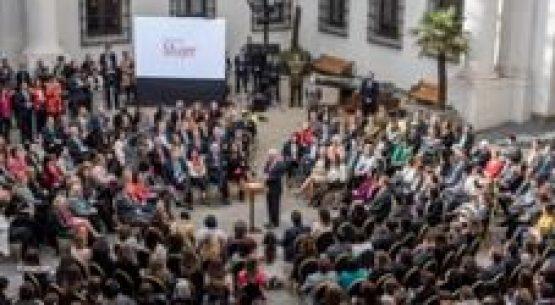 """Presidente Piñera anuncia medidas para promover la equidad de género: """"Ha llegado el tiempo en nuestro país para una sociedad y una cultura en que hombres y mujeres tengamos los mismos derechos, los mismos deberes"""""""