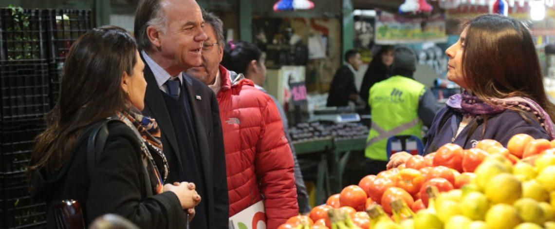 Ministro Walker muestra alternativas saludables y económicas para celebrar este ´18