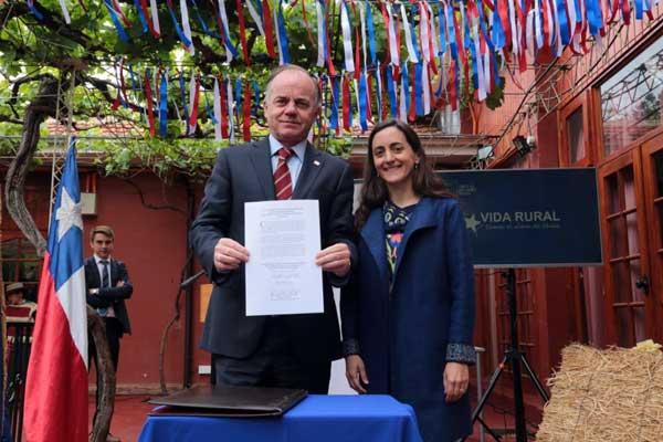 Ministro de Agricultura y Directora de Odepa - Desarrollo Rural