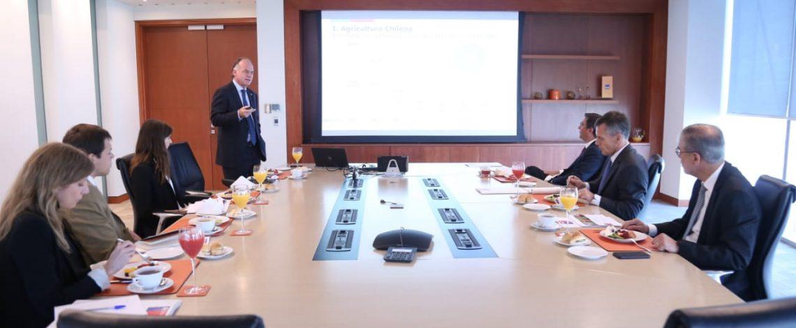 """Ministro Walker inicia ronda de reuniones con la banca privada: """"Para los bancos invertir en el campo chileno es una gran oportunidad"""""""