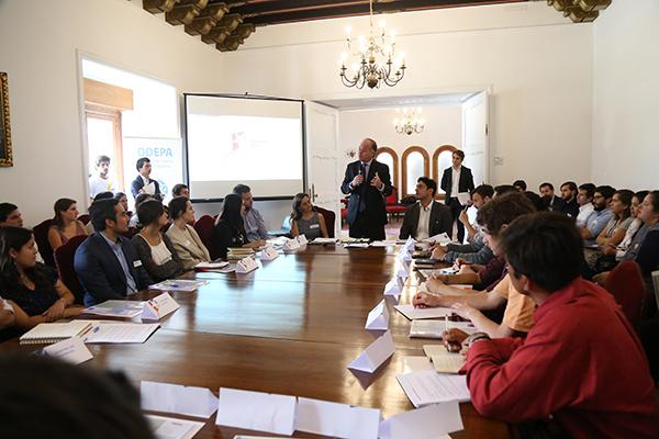 Ministro Antonio Walker encabeza jornada Santiago no es Chile