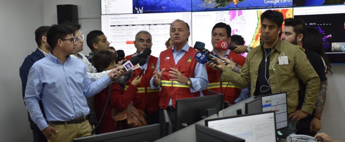 """Ministro Antonio Walker: """"Queremos el máximo rigor de la ley para los que causen incendios forestales intencionales"""""""